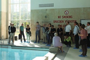 Image of  Site visit of the German Bauzeitung in the swimming pool Finckensteinallee